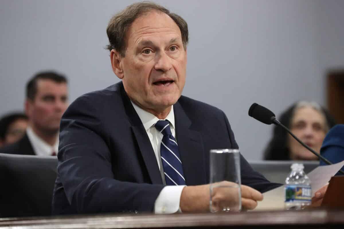 Justice Alito Moves up Supreme Court Deadline in Key Pennsylvania Mail-In Ballot Case 1