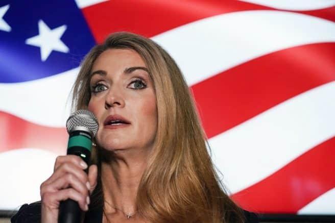 Sen. Kelly Loeffler votes early in Georgia runoffs 1