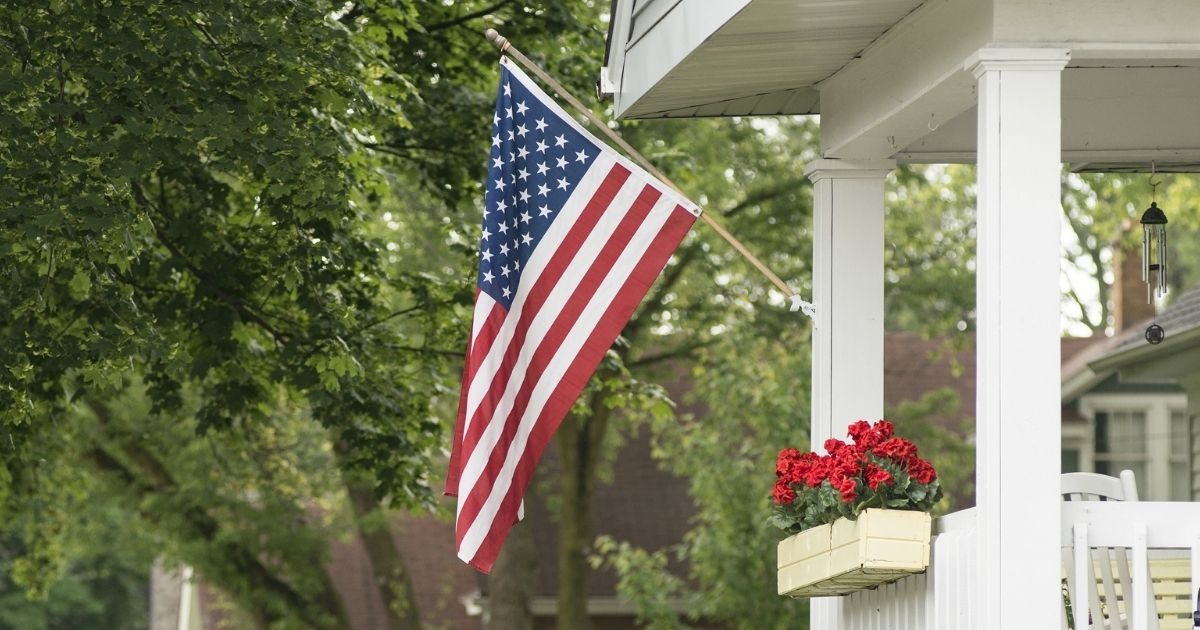 Residents Fight Back as Virginia County Proposes Measure That Would Treat the American Flag Like a Regular 'Piece of Cloth' 1