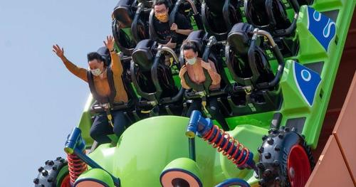 California Theme Park Visitors Told To Remain Silent On Roller Coasters To Stop COVID-19 1