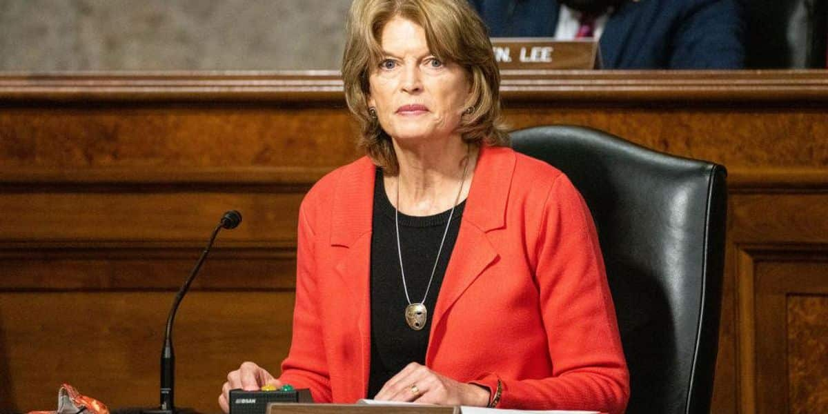 Alaska GOP vows all 'legally permissible' action to prevent Sen. Lisa Murkowski's re-election 1