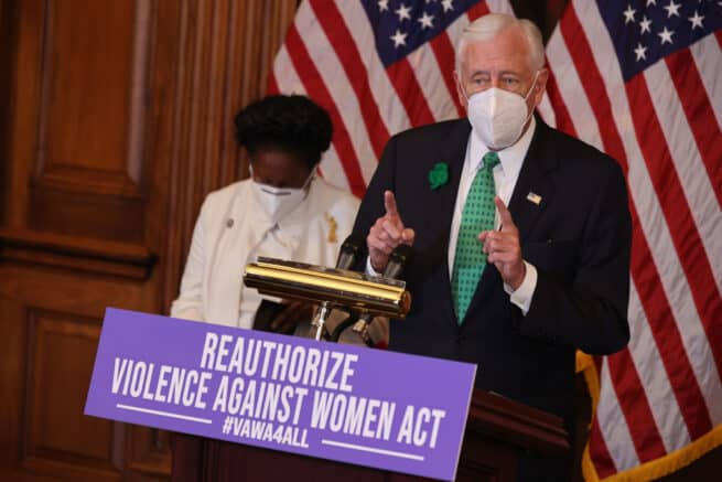 House votes to renew 'Violence Against Women Act' 1