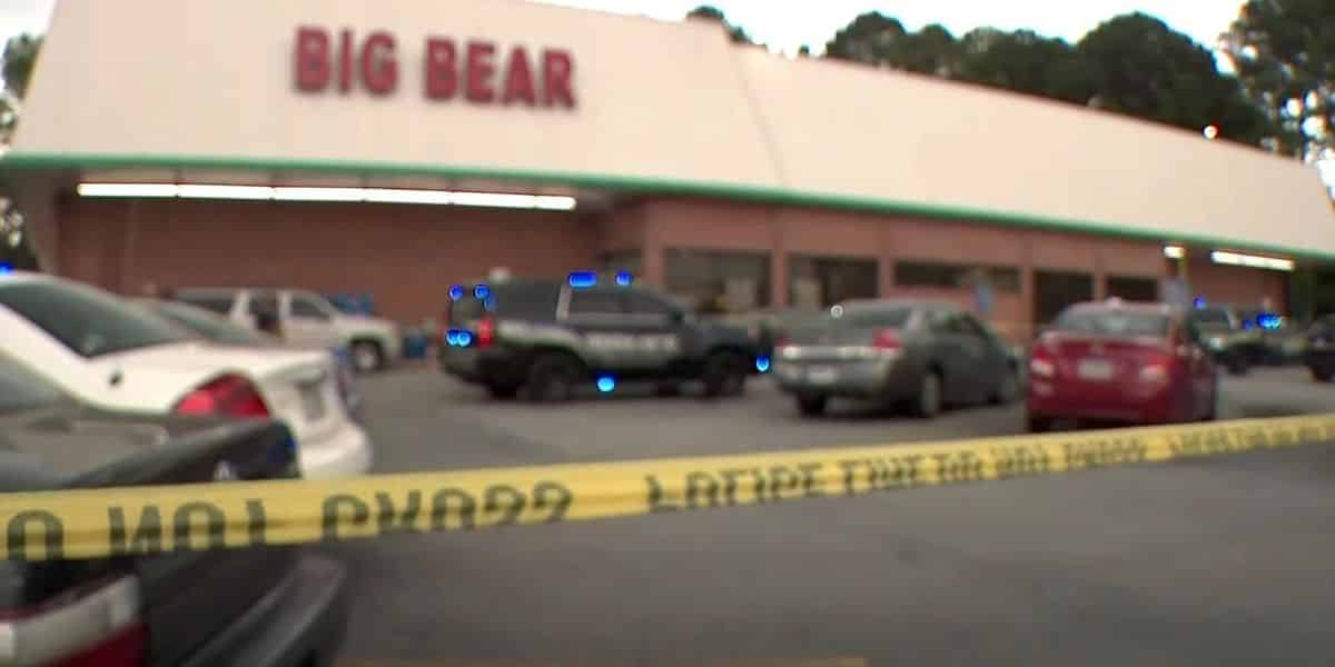 Grocery cashier killed over alleged mask dispute in Georgia; suspect, off-duty cop also wounded 1