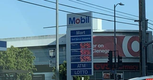 PHOTO: Gas Prices Near $6 per Gallon in Los Angeles, California 1