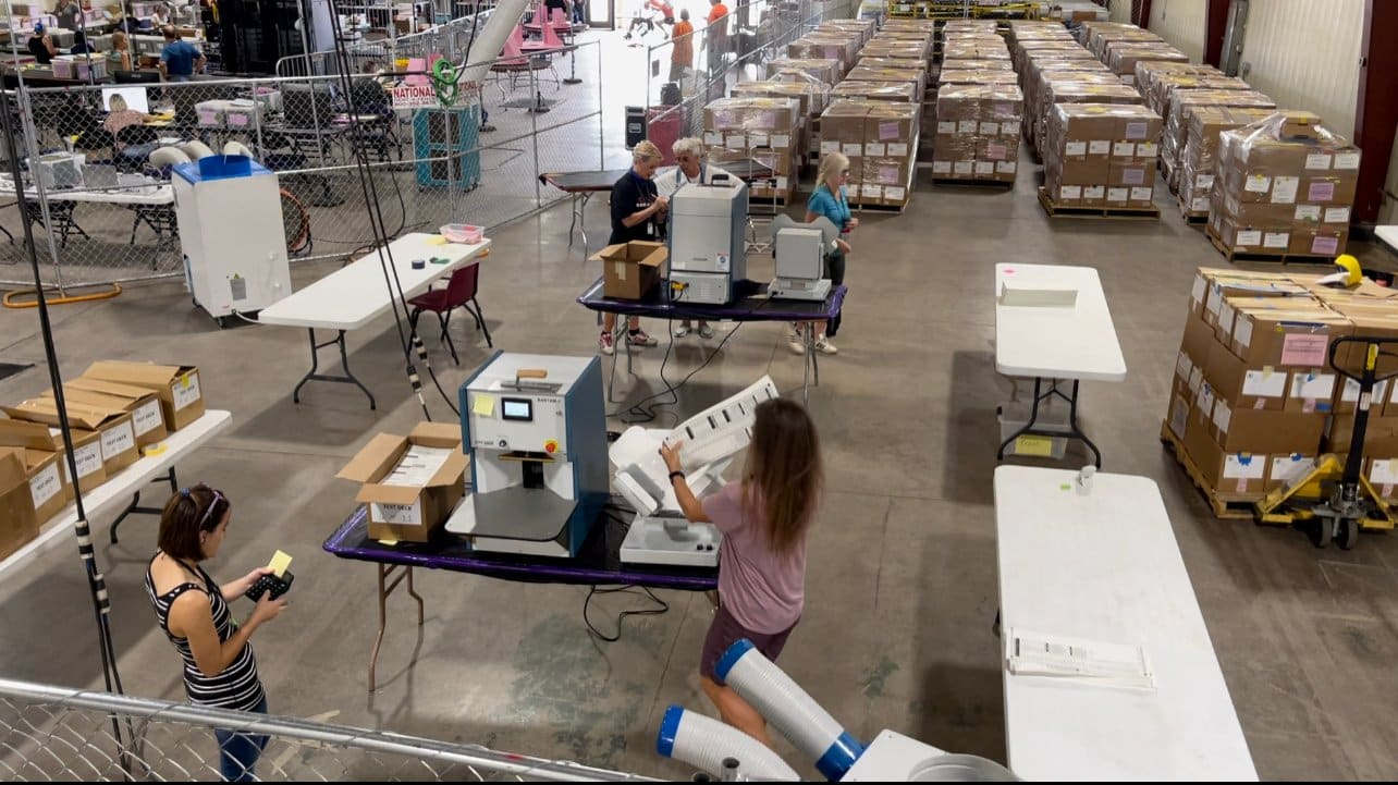 Arizona Audit: Volunteers Begin Machine Recount (VIDEO) 1