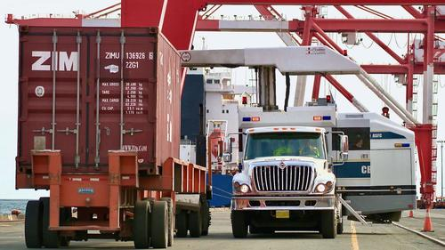 Canada Border Officers Vote To Strike, Warn Of Supply Chain Disruption 1