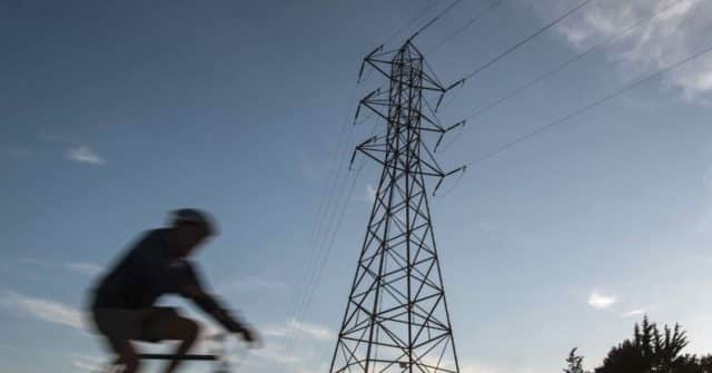 California Residents Brace for Electricity Cutoffs as Winds Arrive 1